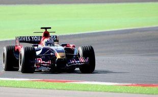 Le pilote espagnol, Jaime Alguersuari, au volant d'une Toro Rosso, le 2 novembre 2008 au Portugal.