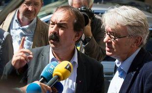 Philippe Martinez (CGT et Jean-Claude Mailly (FO) après leur rencontre avec le ministre de l'Intérieur Bernard Cazeneuve le 22 juin 2016