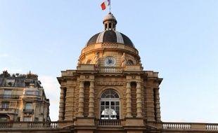 Le Sénat a rejeté jeudi soir par 164 voix contre 144 le scrutin paritaire pour les cantonales, mesure phare d'un projet de loi électoral du ministre de l'Intérieur, Manuel Valls.