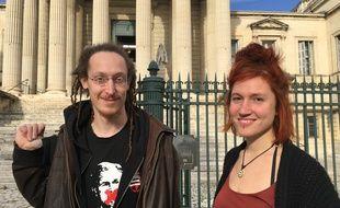 Adrien et Léa ont été relaxés ce mardi, après avoir récupéré des denrées dans les poubelles d'un supermarché.