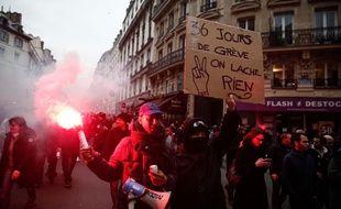 La fin de la manifestation parisienne du 9 janvier a été émaillée par des heurts violents entre participants et policiers.