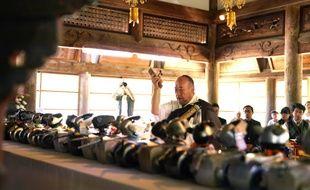 Cérémonie funéraire pour les chiens robots Aibo au temple de Kofukuji au Japon.