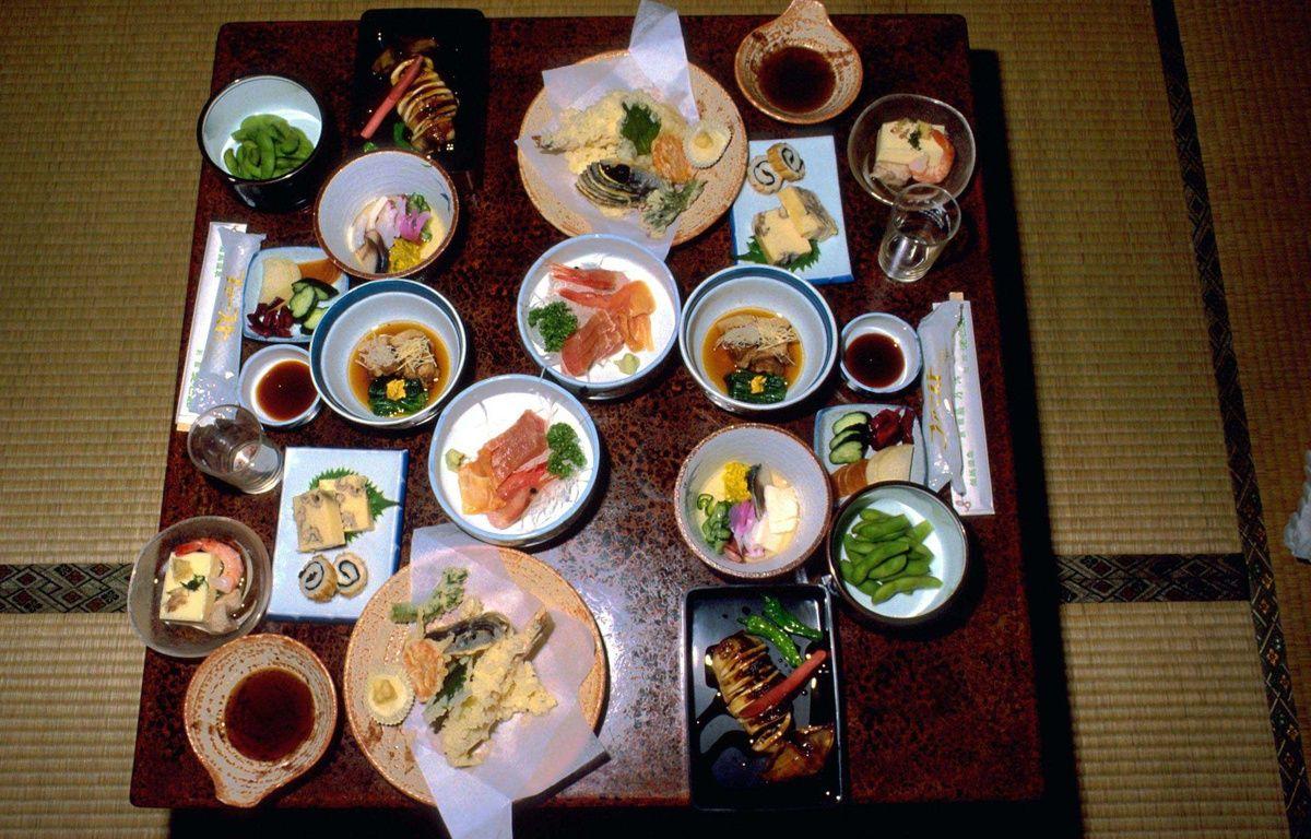 Illustration d'un repas, de plats typiques japonais. – PESCALI/SINTESI/SIPA