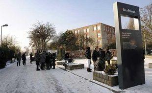 Le lycée Darius Milhaud, au Kremlin-Bicêtre est en deuil après la mort d'Hakim, lycéen de 18 ans poignardé par un de ses camarades le 8 janvier 2010.
