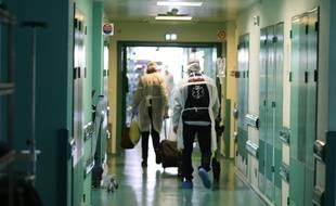 Les patients atteints d'une forme grave du Covid-19, continuent d'arriver au service réanimation du CHU de Bordeaux