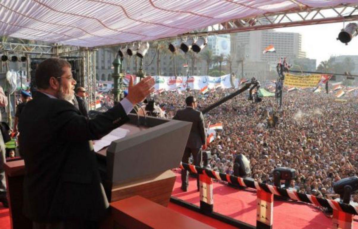 Le président égyptien élu, l'islamiste Mohamed Morsi, doit prêter serment samedi, mais il devra composer avec l'armée qui conservera de larges pouvoirs même après son investiture. – - afp.com