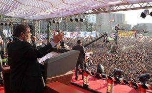 Le président égyptien élu, l'islamiste Mohamed Morsi, doit prêter serment samedi, mais il devra composer avec l'armée qui conservera de larges pouvoirs même après son investiture.