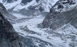 La Mer de Glace recule chaque année de 8 à 10 mètres.