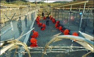 """Les Etats-Unis doivent juger rapidement tous les prisonniers qu'ils détiennent sur la base de Guantanamo ou """"les libérer immédiatement"""", selon un rapport rendu public jeudi par l'ONU, qui accuse Washington de maltraiter ces détenus."""