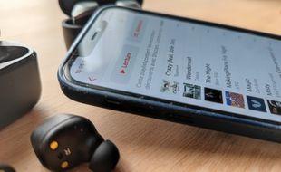 Lire de la musique sur deux casques ou paires d'écouteurs Bluetooth en simultané n'est pas chose aisée.