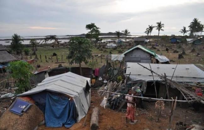 Depuis des générations, les Birmans de Shweri Chai, petite île du golfe du Bengale, extraient seuls le pétrole d'une terre aride. Mais à l'heure où les groupes étrangers convoitent le potentiel énergétique du pays, ils craignent de voir cette manne s'évaporer.