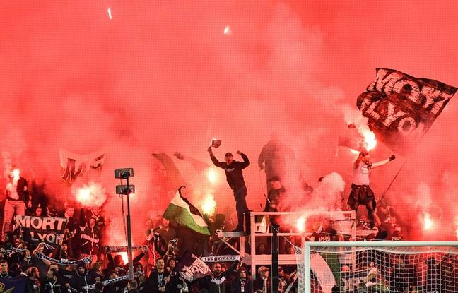 Saint-Etienne's fans cheer and wave during the French L1 football match between AS Saint-Etienne and Olympique Lyonnais at the Geoffroy Guichard Stadium in Saint-Etienne, central France on October 6, 2019. (Photo by PHILIPPE DESMAZES / AFP)