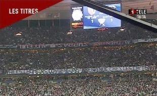 """Le Paris SG a été exclu de la Coupe de la Ligue 2008-2009 par la commission de discipline de la Ligue (LFP), mercredi, pour sa responsabilité et sa """"complaisance"""" dans l'affaire de la banderole anti-Ch'tis déployée lors de la finale de la Coupe de la Ligue le 29 mars, une première."""