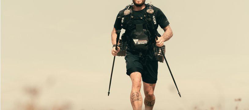 Loury Lag, un explorateur français, va courir le Marathon des Sables pieds nus, du 1er au 11 octobre 2021.