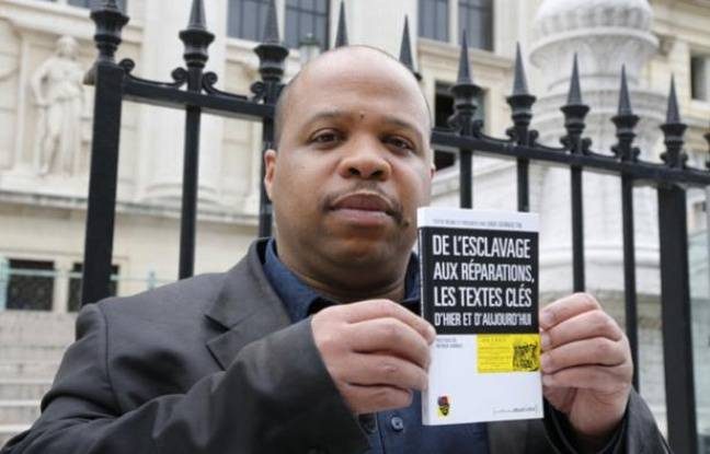 Louis-Georges Tin, le président du Cran, le 10 mai devant le Palais de justice de Paris, où il a annoncé qu'il allait porter plainte contre la CDC.