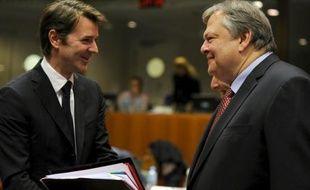 """La zone euro maintient la pression sur la Grèce pour poursuivre sur la voie de la rigueur, tandis que le pays a entamé """"officiellement"""" les négociations avec ses créanciers privés pour réduire sa dette, a-t-on indiqué mercredi auprès du ministère grec des Finances."""