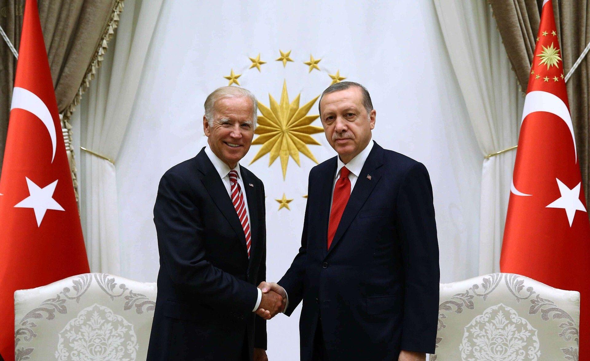 (Illustration) Le président turc Recep Tayyip Erdogan et son homologue américain Joe Biden, en 2016, avant l'élection de Joe Biden.