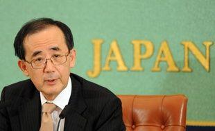 Prenant tout le monde de court, le gouverneur de la banque centrale du Japon (BoJ), Masaaki Shirakawa, a annoncé mardi son intention de quitter ses fonctions trois semaines plus tôt que prévu pour laisser la place à une direction nouvelle, plus en phase avec les attentes du Premier ministre Shinzo Abe.