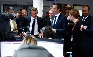 Emmanuel Macron visite les urgences de l'hôpital Necker, à Paris le 10 mars 2020.