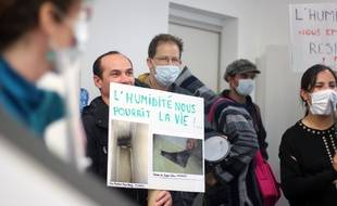 Des locataires de Villejean se sont invités chez le bailleur social Archipel Habitat pour protester contre l'état de leurs logements.