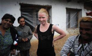 """""""Rendez-nous Maria! Nous l'abriterons et partagerons notre pain avec elle"""", s'exclame Katia Rousseva, 20 ans, la soeur aînée de la fillette abandonnée en Grèce par des roms bulgares et surnommée dans les médias """"l'ange blond""""."""