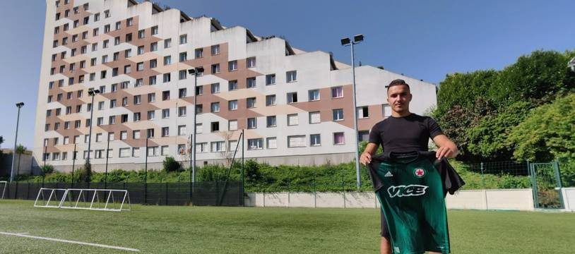 Yanis Hamache au stade Bauer, à Saint-Ouen, où devait se tenir le match initialement