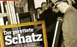 Hitler inspectant des tableaux, photo d'ouverture du dossier du magazine Focus sur les 1.500 tableaux spoliés et retrouvées par les autorités allemandes en 2011.
