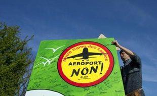 Plusieurs milliers d'opposants à l'aéroport de Notre-Dame-des-Landes doivent manifester samedi après-midi dans les rues de Nantes, où ils entendent réaffirmer leur refus du projet de transfert de l'actuel aéroport vers celui qui doit être construit dans le bocage à 15 km au nord de la ville d'ici 2020.