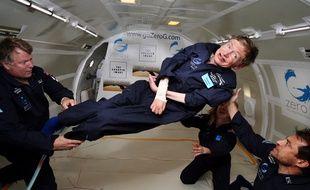 Stephen Hawking dans un vol en apesanteur en avril 2007.