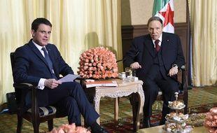 La rencontre entre Manuel Valls et Abdelaziz Bouteflika, le 10 avril 2016.