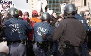 La longue bataille pour affaiblir les syndicats aux Etats-Unis a pris un nouveau tournant et touche à présent le coeur du mouvement ouvrier, dans le Michigan, où le gouverneur républicain a signé une loi controversée.