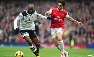 William Gallas au duel avec Samir Nasri lors de Tottenham-Arsenal le 20 novembre 2010.