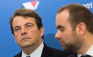 Les membres LR Thierry Solère et Sébastien Lecornu lors de la campagne pour la présidentielle, le 15 décembre 2016 à Paris