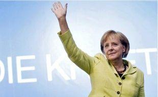 Créditée de 35 % des intentions de vote, Angela Merkel semble sereine.