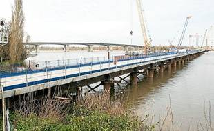 Le viaduc de la Dordogne est en construction depuis juillet 2012.