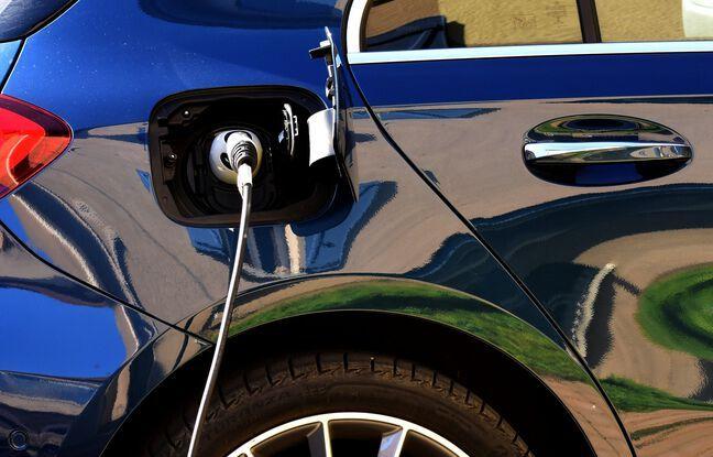 648x415 voiture electrique plein rechargement