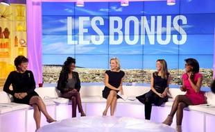 """Roselyne Bachelot, Hapsatou Sy, Laurence Ferrari, Elisabeth Bost et Audrey Pulvar, les animatrices du """"Grand 8"""", sur D8."""