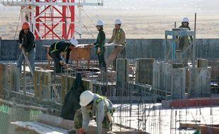 Des ouvriers nord-coréens sur un chantier à Oulan-Bator (Mongolie), le 6 octobre 2017.