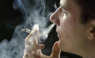 """L'Office français de prévention du tabagisme (OFT) demande le report de l'augmentation de 6% du prix du tabac prévue pour le 8 novembre, estimant qu'elle """"n'a aucun effet bénéfique sur la santé publique""""."""