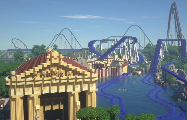 L'attraction le Poséidon, avec le Silver Star et le Blue Fire en fond.