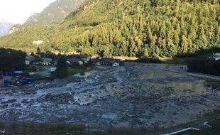 La police des Grisons a publié une photo de Bondo, le village suisse où ont disparu huit personnes dans un glissement de terrain le 24 août 2017.