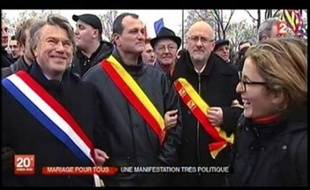 Capture de l'image du Journal de France 2 montrant la journaliste aux côtés de Gilbert Collard, par Arrêt sur images.