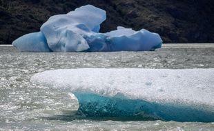 Un immense morceau s'est détaché du glacier Grey au Chili.