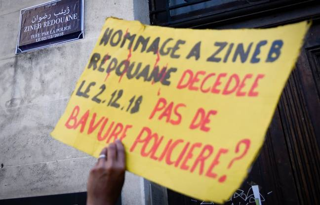 Un manifestant rend hommage à Zineb Redouane
