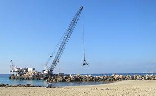 Marseille 01 OCTOBRE 2014 Renforcement de la digue de la plage des Prophètes.