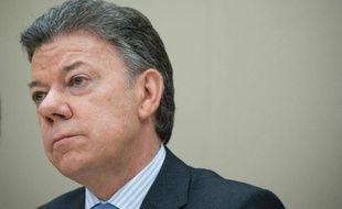 """Soupçons d'écoutes illégales et menaces de morts contre des responsables politiques: le président de Colombie, Juan Manuel Santos, a mis en garde mardi contre des """"forces obscures"""" visant à """"saboter"""" les pourparlers de paix avec les Farc qui se déroulent à Cuba."""
