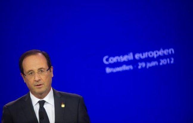 François Hollande perd 7 points d'opinions positives en un mois et Jean-Marc-Ayrault 2, dans le baromètre Viavoice pour Libération à paraître lundi, montrant aussi une large satisfaction pour leur action et une première place pour Manuel Valls dans le classement des ministres.