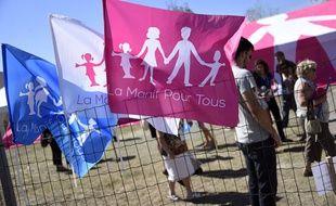 Des militants de la Manif pour tous, réclament l'abrogation du mariage gay.