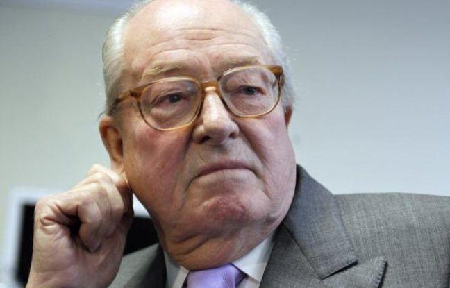 Le président du Front national Jean-Marie Le Pen a attaqué, lundi matin, le président Nicolas Sarkozy sur sa gestion de la crise en Côte d'Ivoire.