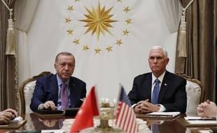 Le vice-président américain Mike Pence a rencontré le président turc Recep Tayyip Erdogan à Ankara le 17 octobre 2019.